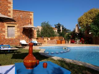 Villa Georgios shared pool,seaview,3 bedrooms,wifi,BBQ,very quiet area