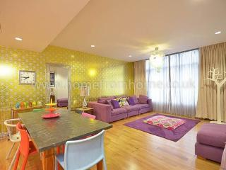 Vibrant and contemporary apartment close to Oxford Street, London