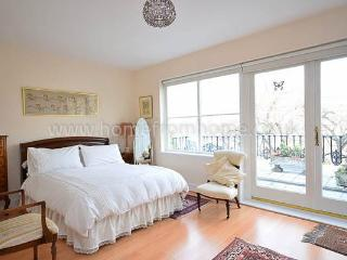 Beautiful Classic English Apartment in London