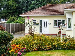 ROSEBANK, single-storey, off road parking, shared well-tended gardens, in Titchfield, Ref 916561