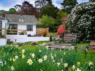 LITTLE ESTHWAITE COTTAGE, all ground floor, en-suite, woodburner, WiFi, romantic