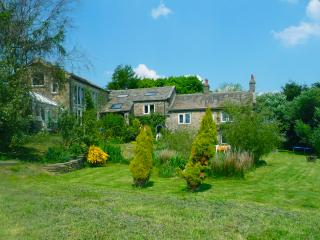 Stunning Yorkshire Cottage Sleeps 12 near Skipton