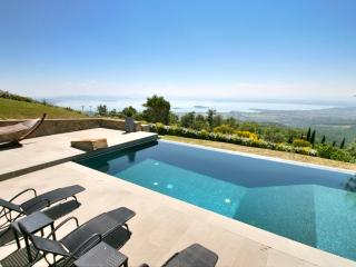 Casa Padrone: Luxury with full lake views, Tuoro sul Trasimeno