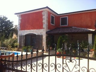 Dolce Vita vacation Home with Pool In Iatria