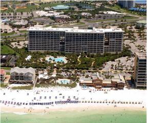 Awesome 1 Bedroom 1 Bath Condo with private beach in the heart od Destin