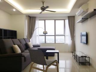3BR MOUNTAIN/TOWN VIEW APARTMENT, GEORGETOWN, Penang Island