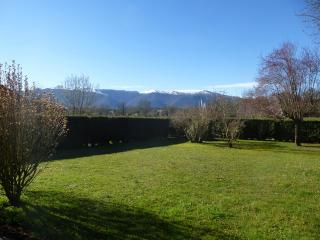 Holiday apartment facing the Pyrenees