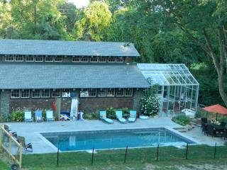 Beach Vacation Home sleeps 7 and close to Newport, Middletown