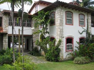 Elegante apartamento em excelente localização em Paraty!