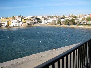 Lampedusa appartamento con balcone sul porto