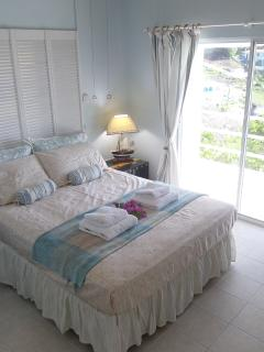 comfortable bed, high ceiling with fan, sit in bed and watch the sunrise over the sea!