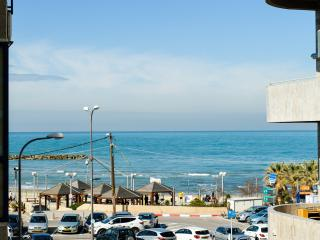 Sea view 3 bedrooms with parking near the beach, Tel Aviv