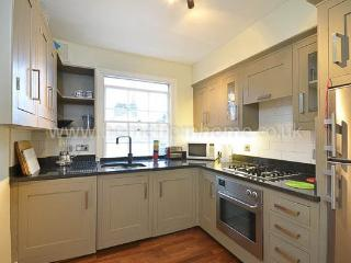 Warm and beautifully decorated apartment, fantastic location- Kensington, London