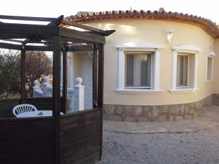 Budget 1 Bed Apartment - Pool - Wi Fi -  A/C, Lliber