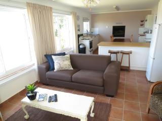 Penguin Blue - Whale Self-Catering Apartment, Simon's Town