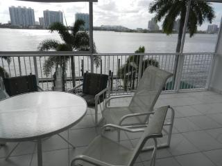 Sunny Isles Beach, Florida, 2 BR Intercoastal Apmt