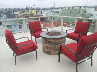 roof top deck on 4 bedroom side