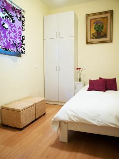 Second bedroom with single bed that can be opened up to 2 single beds or double bed