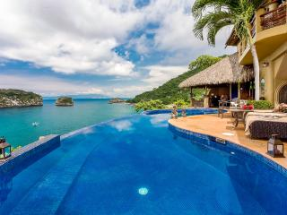 Gorgeous villa with stunning views, Oceanfront, with breathtaking breeze
