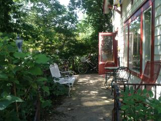 Charming 3BR house 1 block from IU & Music School