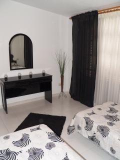 Bedroom ( 2 single bed)