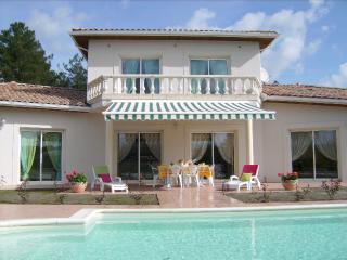 Villa Luxueuse avec Piscine, Lugos