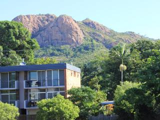 91 Eyre Street - 2 bedroom upstairs apartment, Townsville
