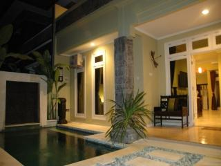 KUTA - 6 bedrooms - 4 bath - Breakfast daily - rio, Kuta