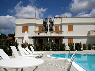 Holiday house with pool to rent in Puglia - SA134