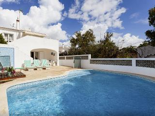 Fantastic end of row Villa with private pool, sunny terraces and sea views!