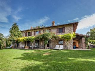 VILLA MARTANA - LUXURY COUNTRY HOUSE near Todi, infinity pool, A/C