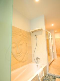 mster bedrooms bathroom