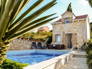 Villa Belvedere - Charming & Authentic Villa in the heart of Supetar