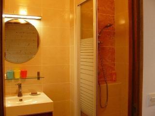 bathroom  ---  salle de bain