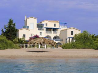 ANASTAZIA STUDIOS BY THE SEA ON THE SANDY BEACH, Porto Heli