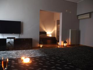 A Luxury 2-Bedroom Apt in Athens, Kallithea