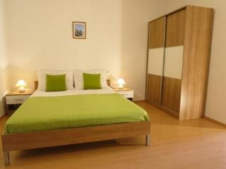 Apartments Zava, studio apartment with nice garden, Sutivan
