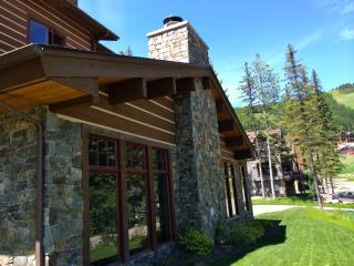 NEW luxury Whitefish Mountain condo - sleeps 6