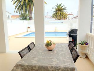 New & modern house with swimming pool, Empuriabrava