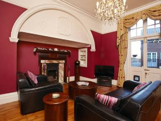 Beautiful York Apartment, with free parking and near racecourse