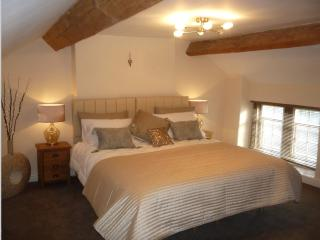 Peak District 18th Century Grade ll Listed Cottage  (£85pn-£95pn peak)