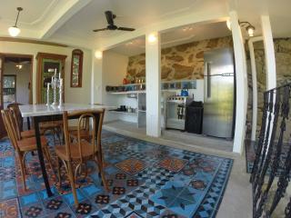 Arty house, stunning view in Bohemian Santa Teresa
