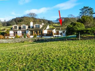 LITTLE ESTHWAITE COTTAGE, all ground floor, en-suite, woodburner, WiFi, Near Sawrey