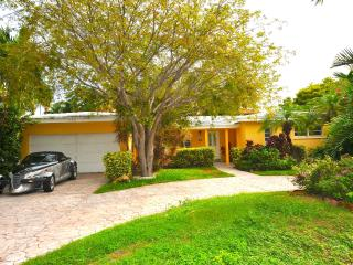 Cozy Home w/ Great Location in Tropical Paradise!, Key Biscayne