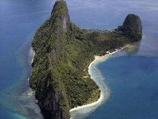 4 Romantic Couples Clothes-Free Pristine Island, El Nido