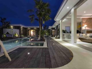 Sophisticated & Contemporary Villa Seminyak