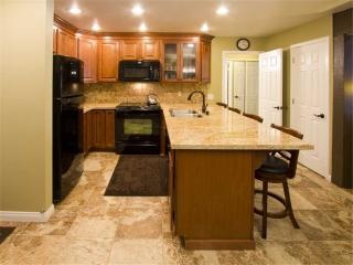 Upgraded 2 bd/2ba 110 yds from Canyon Lodge, Mammoth Lakes