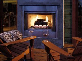 ***Emerald Club - 4 Master Suites, Hot Tub & Outdoor Fireplace - Sleeps 10***, Tahoe City