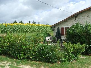 Gite Chez Marot - a quiet Dordogne country retreat.