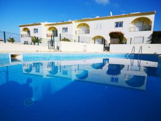 Beautiful townhouse,private terrace,2 shared pools, Albufeira